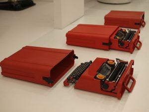 800px-München_Valentine_Portable_Typewriter